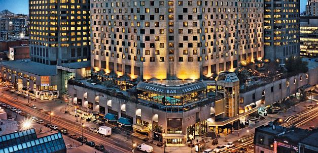 """Hotel """"Hyatt Regency"""" am Abend"""