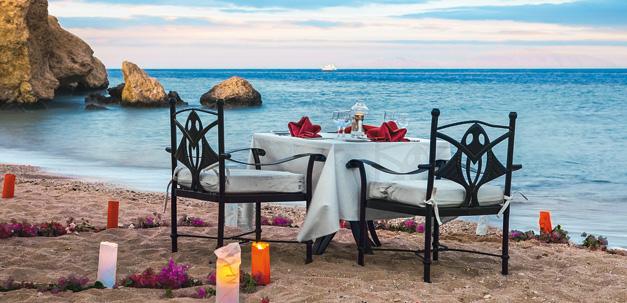 Geniesse ein traumhaftes Abendessen am Strand