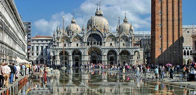 Der imposante Markusdom und –platz solltest du bei einem Aufenthalt in Venedig unbedingt besuchen