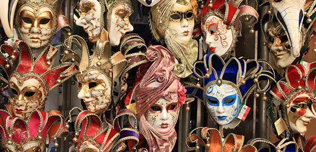 Die berühmten Karneval Masken von Venedig.