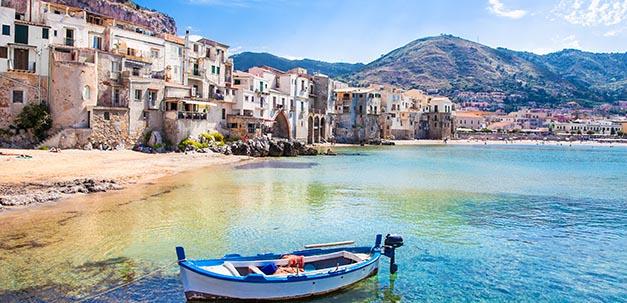Wunderschöner Hafen in Cefalu