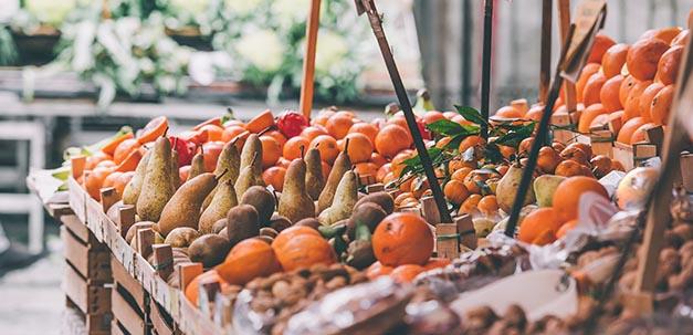 Entdecke die wundervollen Gemüse- und Früchtemärkte in Sizilien