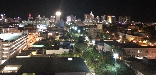 Ausblick vom Juvia Restaurant in der Nacht