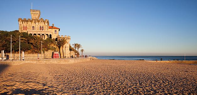 Schöner Strand in der Nähe von Lissabon